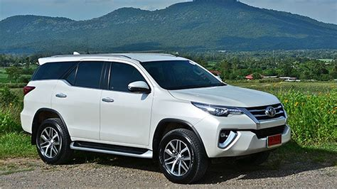 Review Toyota Fortuner by Toyota Fortuner 2 4 V 4wd 2017 Review