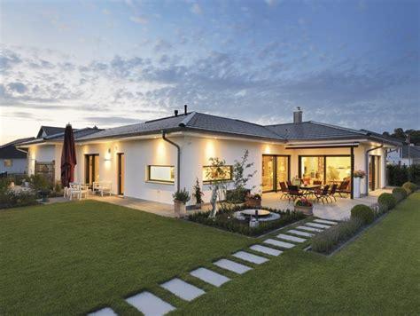schwörer haus bungalow bungalow in zeitlosem design weberhaus hausbaudirekt house haus haus bungalow und bungalow