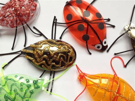 Es Krabbelt Wieder. Bastelt Aus Plastiklöffeln Witzige Käfer