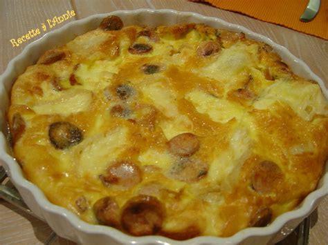 cuisiner des saucisses de strasbourg quiche sans pâte aux saucisses de strasbourg et au munster
