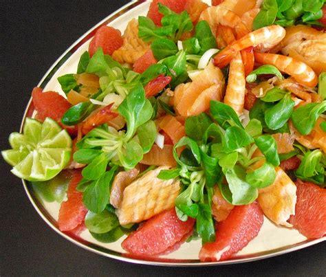 recettes cuisine 2 tartare saumon crevettes aux kiwis la recette facile par