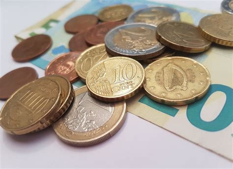 Vidējā mēneša bruto darba samaksa pārsniedz 1200 € / raksts