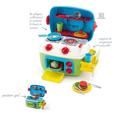 mini cuisine jouet noël approche sa liste de jouets à 2 ans et demi les