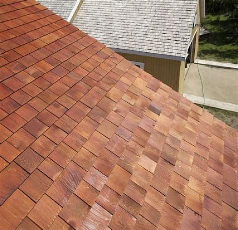 voici une toiture de bardeau de c 232 dre prot 233 g 233 avec notre huile pour bois ext 233 rieur pareo de
