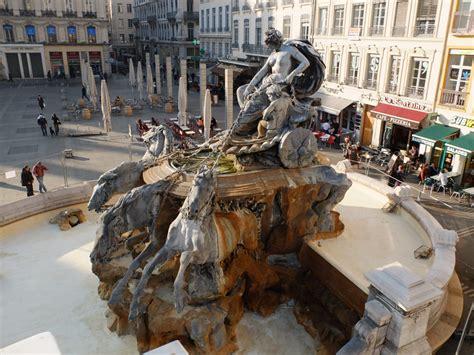 a lyon les travaux de restauration de la fontaine de bartholdi vont d 233 marrer chantiers