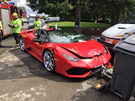 crashed lamborghini huracan rented lamborghini huracan spyder crashed in the uk