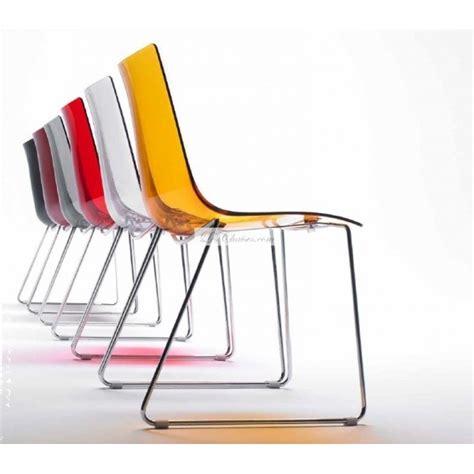 chaises transparentes pas cher chaises de cuisines transparentes en couleurs table de lit