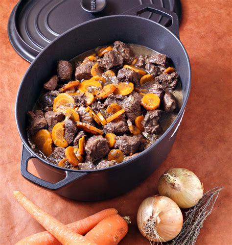 comment cuisiner le plat de cote de boeuf boeuf bourguignon aux carottes en cocotte les meilleures