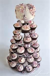 hochzeitstorte shop hochzeitstorte sisi siewert zuckerbunt flowerpower cupcaketorte 1 heiraten mit braut de