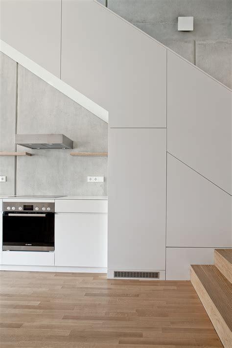 leicht cuisine boyenstrasse maisonette küche unter treppe in verkleidung