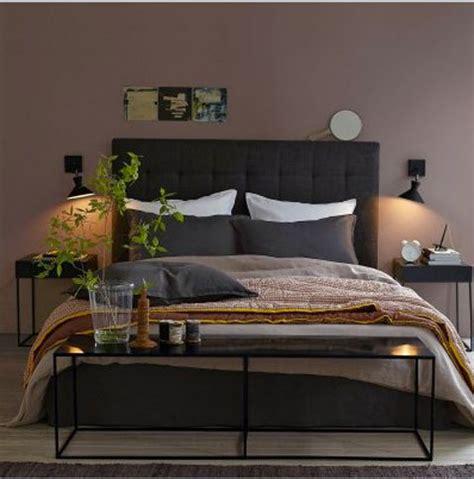 peinture mur chambre chambre couleur murs taupe avec literie couleur chocolat