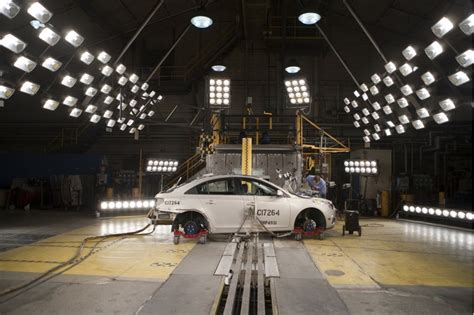 crash test si鑒e auto with the idea that safety sells crash testing has grown up