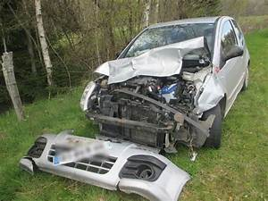 Casse Pour Voiture : une voiture bonne pour la casse apr s un choc nocturne avec un chevreuil le mas d 39 artige ~ Medecine-chirurgie-esthetiques.com Avis de Voitures