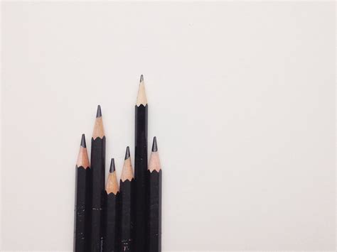 reference guide  graphite sketching pencils