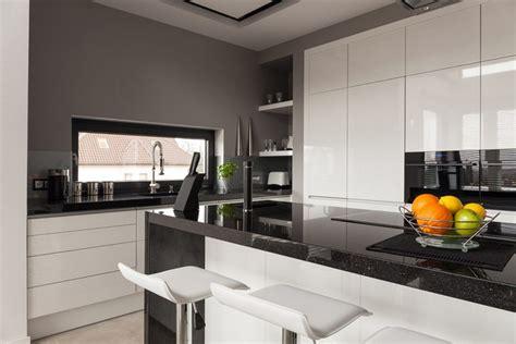 synonyme de cuisine plan de travail granit noir synonyme d 39 élégance et de