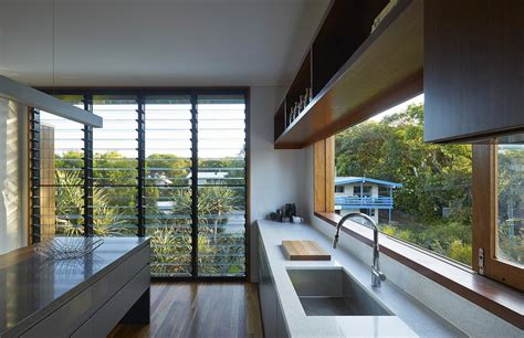 cleaning louvre windows   easy  breezway australia