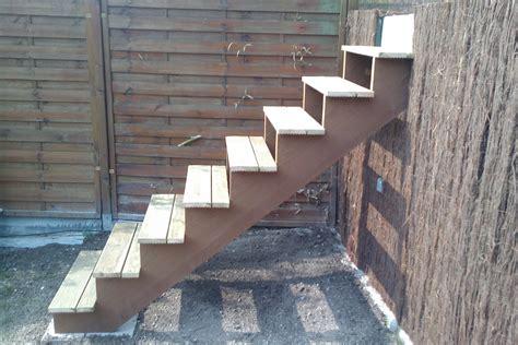 bois pour escalier exterieur escalier exterieur bois homeandgarden