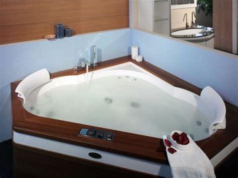 hotel avec baignoire baln駮 dans la chambre salle de bain balneo baignoire balneo bain remous cmr la baignoire baln o dossier