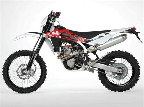 Enduro Te 250 And Husqvarna Moto Cross Fc 250 by Husqvarna Te 250