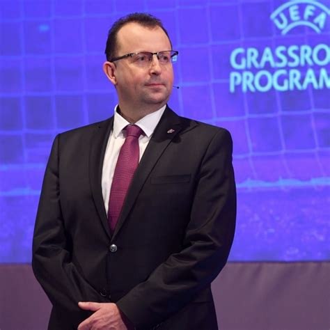 S pokorou vyslovuji prosbu, na místopředsedu za moravu volte p. Online setkání předsedy FAČR s komerčními partnery   FAČR   FOTBAL.CZ