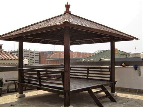 membuat saung gazebo unik  nyaman rumah impian