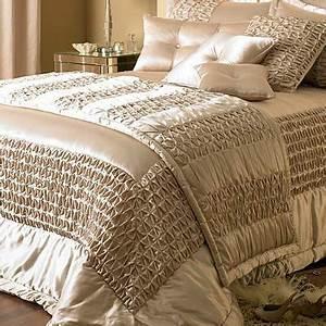 Couvre Lit Amazon : elegance bedroom couture monte carlo duchess satin bedspread champagne 275 x 275 cm home ~ Teatrodelosmanantiales.com Idées de Décoration