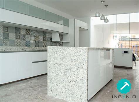 mueble de cocina  acabado poliuretano blanco madera
