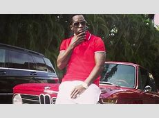 Puff Daddy Poses Next to His BMW 2002 tii Brings Back