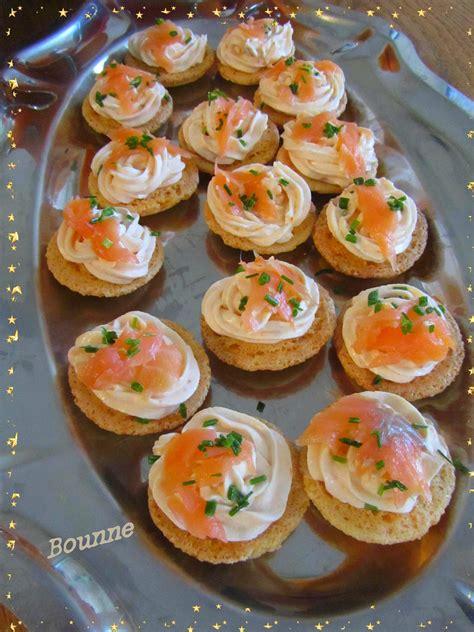 cuisine couleur framboise macarons au saumon fumé sucrée