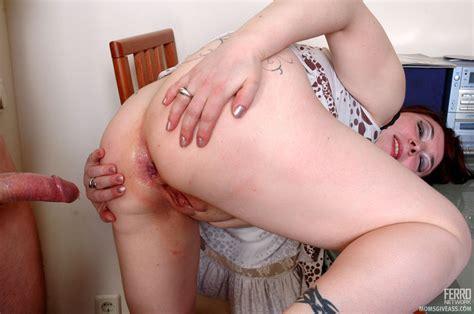 momsgiveass victoriaandrolf kinky mom gives ass