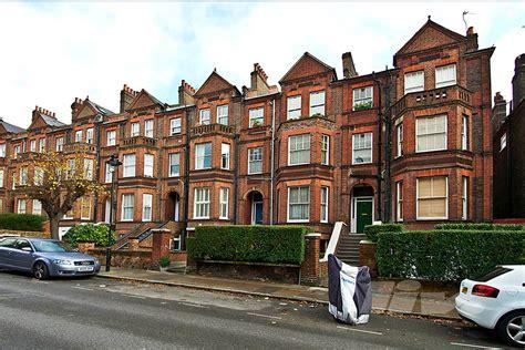 2 bedrooms 1 bathroom 1. London Cosmopolitan: Settling into West Hampstead