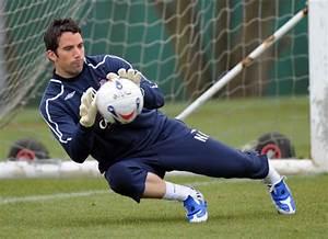 How to Buy Soccer Goalkeeper Gloves | iSport.com