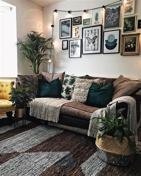 Also, if you're obsessed with the wall decor, check out our diy for a boho fringed mirror. Gallery Wall Inspo | La Redoute rug | living room decor # ...