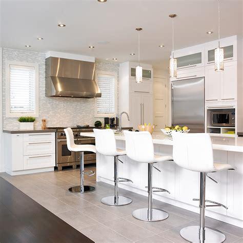 cuisine contemporain cuisine style contemporain avec comptoir de quartz http