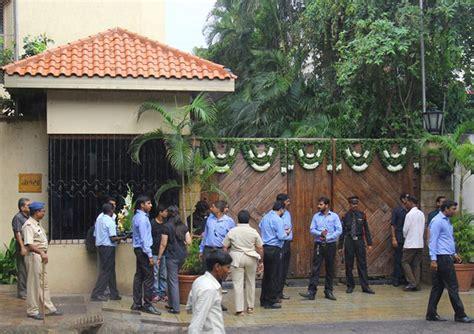 Juhu Police Arrest Man For Climbing Inside Amitabh