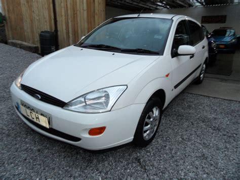 ford focus  lx petrol lpg  door hatchback white