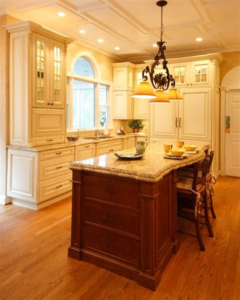 www kitchen cabinets traditional kitchens capitol design award winning 1196