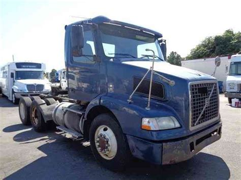 2004 volvo truck volvo daycab 2004 daycab semi trucks