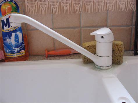remplacer robinet cuisine mobilier table changer un mitigeur de cuisine