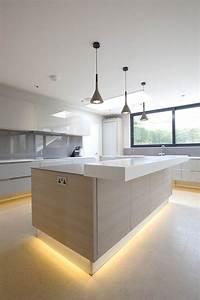 Lampe über Kochinsel : 25 melhores ideias sobre cozinhas modernas no pinterest design de cozinha moderna ilha de ~ Buech-reservation.com Haus und Dekorationen