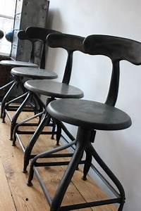 Chaise Industrielle Vintage : ancienne chaise basse d atelier industrielle nicolle dit queu de baleine ~ Teatrodelosmanantiales.com Idées de Décoration