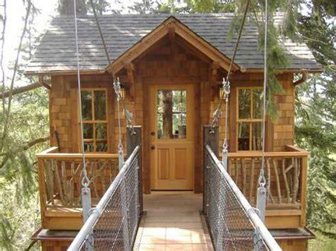 modern tree house designs bring  romantic backyard ideas