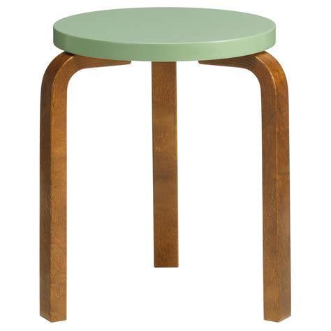 Alvar Aalto Sgabello Artek Sgabello Aalto 60 Verde Noce Design Shop