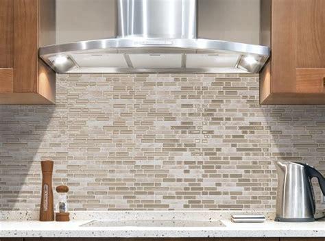 carrelage mural adhesif pour cuisine crédence cuisine nouveauté revêtement mural adhésif aussi conçu pour la salle de bain