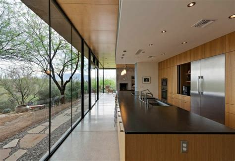 cuisine plan de travail noir cuisine et bois un espace moderne et intrigant