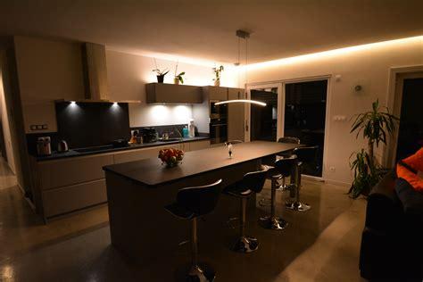 cuisine blanc mat sans poign馥 cuisine mat sans poignées avec plan de travail granit kök