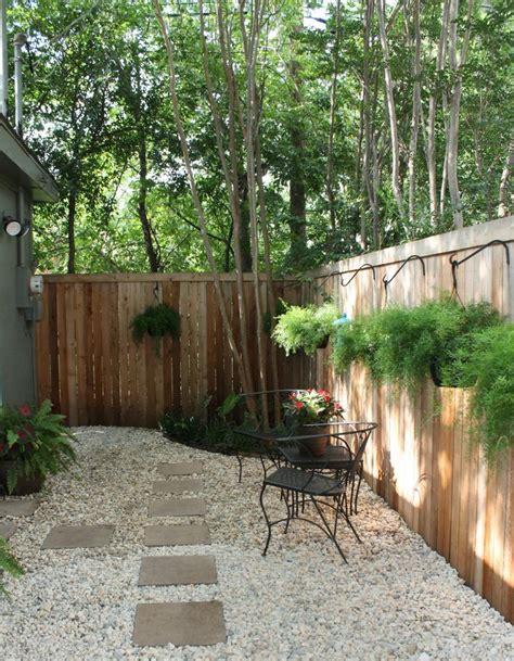 Backyard Retreats Ideas by Best 25 No Grass Yard Ideas On