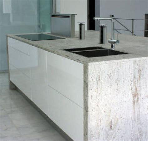 cocina blanca  encimera de granito  extractor de