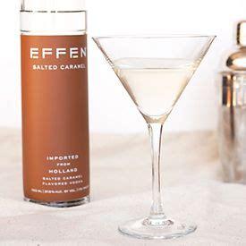 Lidt sødt, lidt sødt, det er sjovt at blande ind i nogle meget interessante cocktails. Salted caramel nut cocktail with EFFEN Salted Caramel Vodka and hazelnut liqueur. Hello, dessert ...