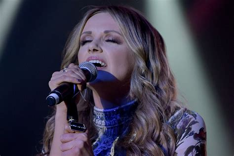 Story Behind the Song: Carly Pearce, 'Closer to You'